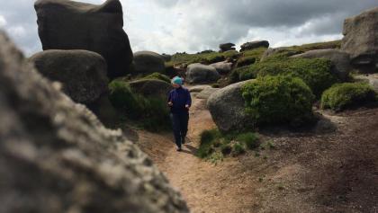 Tolle Felsformationen laden zum Bewundern und kraxeln ein.
