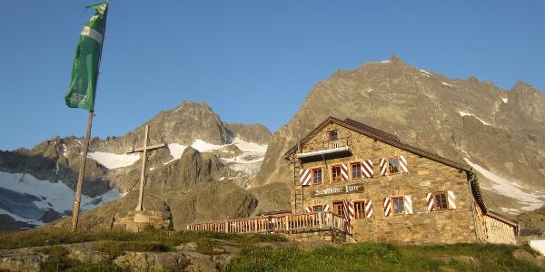 Darmstädter Hütte mit Küchlspitze und Kuchenspitze