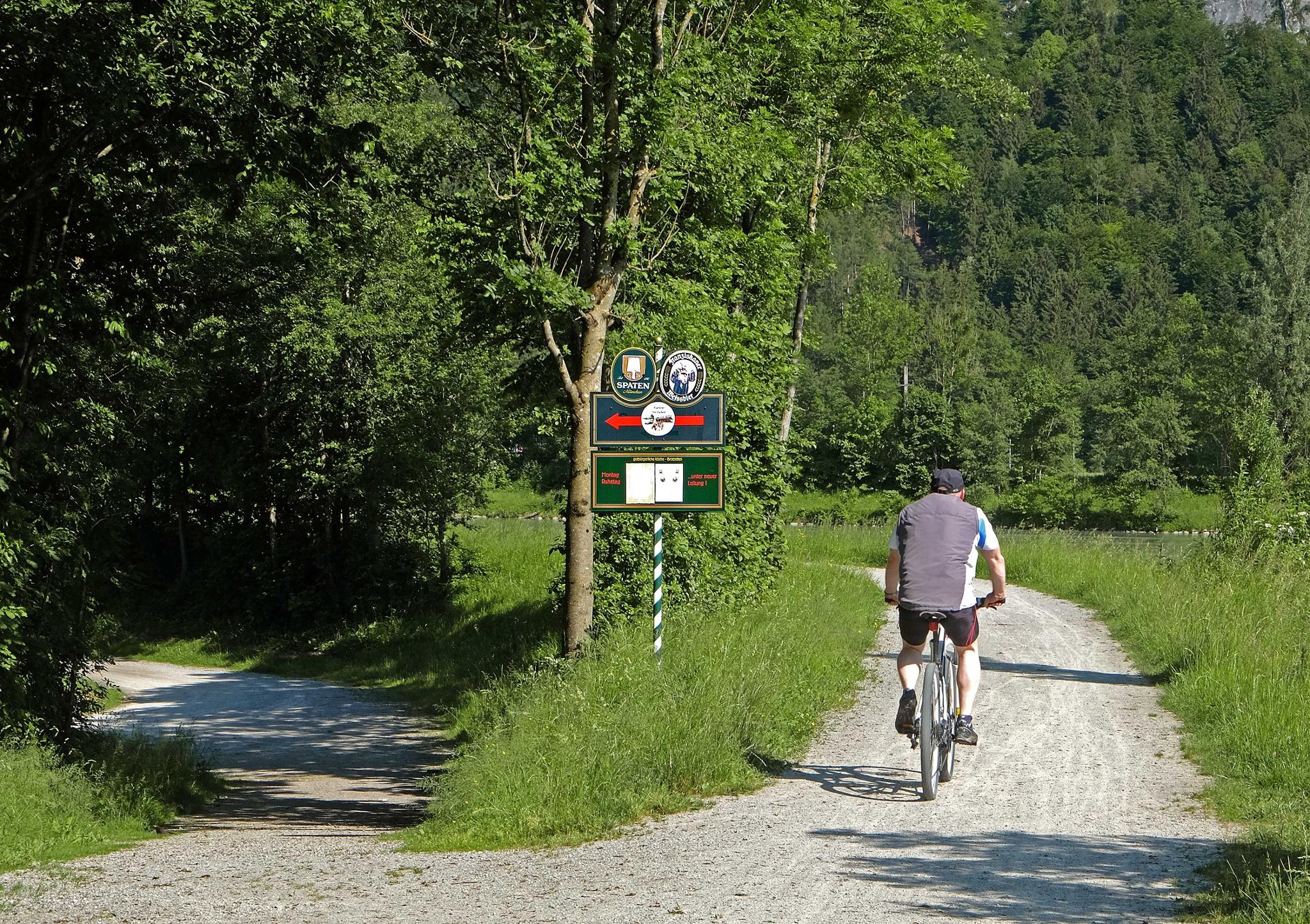 Abzweigung Kieferer See (nach links) von Innradweg (geradeaus) in Kiefersfelden
