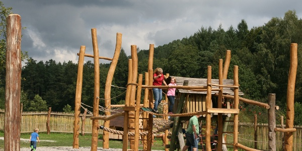 Keltenspielplatz beim Biosphärenahus in Fiscbach