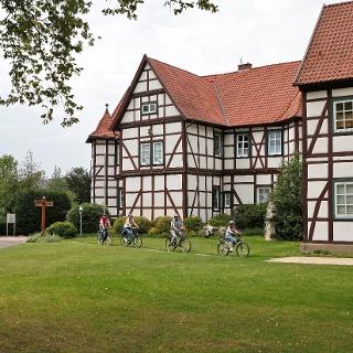 Radfahrer vor dem Jagdschloss