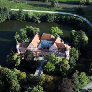 Wasserschloss Taufkirchen (Vils) von oben