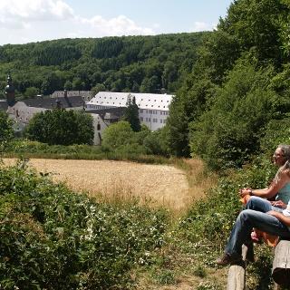 Blick vom Weg auf das Klosterareal