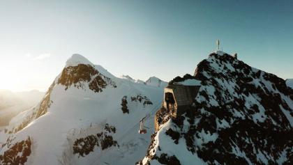 Vom Matterhorn glacier paradise aus starten Alpinisten und Wanderer, um das Breithorn (links im Bild) zu bezwingen.