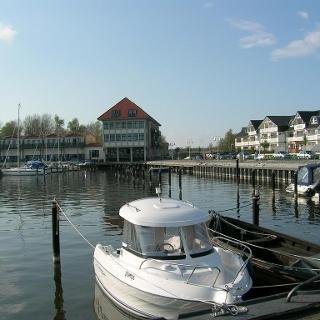kleines Boot im Hafen Karlshagen