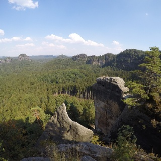 Aussicht vom Hinteren Raubschloss - linke Bildhälfte hinten der Große Teichstein