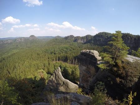 Foto Aussicht vom Hinteren Raubschloss - linke Bildhälfte hinten der Große Teichstein