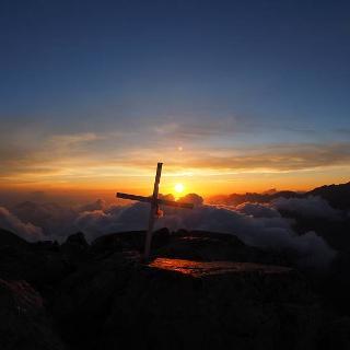 Traumerlebnis alleine am Gipfel zu stehen und einen Sonnenuntergang zu erleben