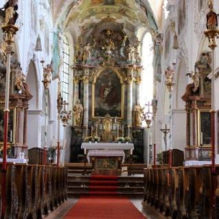 Pfarrkirche St. Zeno Isen, Blick auf Altar