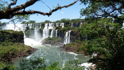 Blick auf die Wasserfälle (argentinischen Seite)