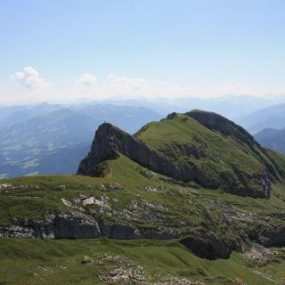 Blick von der Rofanspitze zur Erfurter Hütte.