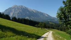 Blick zum Sagenplatz Berg Grimming