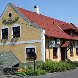 Borbarátok (Weinliebhaber) - Restaurant Weinkeller Pension
