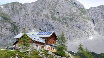 Über der Laufener Hütte lockt die Tagweide zur Gratüberschreitung.