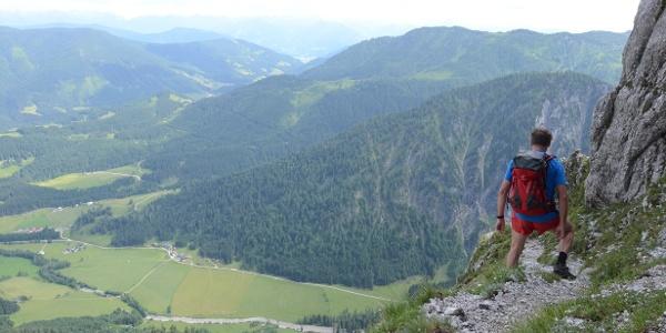 """Aufpassen heißt es im oberen, extrem steilen Teil des """"Scharfen Steigs""""."""