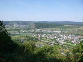 Aussicht vom Schleidkreuz auf die Saar-Weinlandschaft rund um Schoden (Foto: Thomas Kalff, Quelle: Mosellandtouristik GmbH)