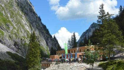 Die neue Höllentalangerhütte von der Südseite