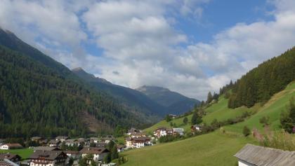 Auf dem Höhenweg, Blick zum Kahorn, links  und Deferegger Pfannhorn, Bildmitte