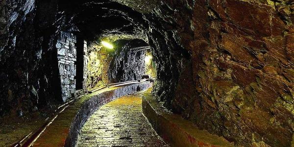 Bergwerkstollen zum Abfluss des Grubenwassers