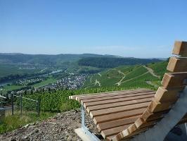 Panoramaliege an der Klüsserather Wetterstation (Foto: Thomas Kalff, Quelle: Mosellandtouristik GmbH)