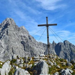 Gipfel Hirschwiskopf, dahinter die Watzmann Südspitze