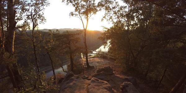 Die Kleine Bastei bei Schmilka kurz vor dem Sonnenuntergang