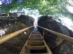 Foto Die lange und steile Leiter im unteren Teil des Sachsensteins