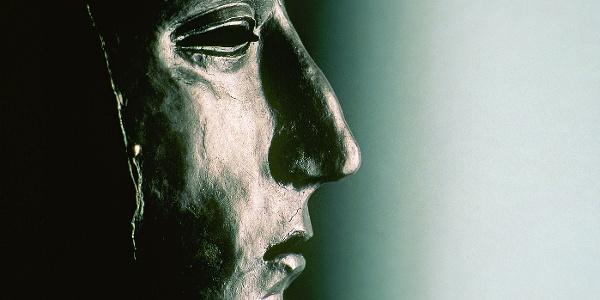 Bekanntestes Fundstück und Markenzeichen der Varusschlacht ist die ehemals versilberte Maske eines römischen Gesichtshelms
