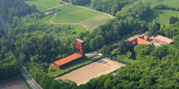 Luftaufnahme des Geländes vom Museum und Park Kalkriese