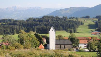 Blick von der Höfle Alpe zur Kirche St. Blasius in Diepolz