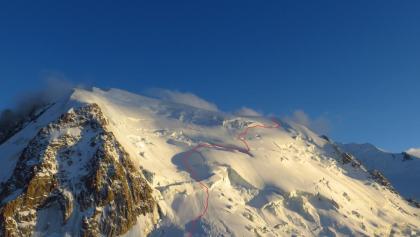 Blick von der Cosmiques Hütte auf die NW Flanke des Mont Blanc du Tacul  mit Aufstiegsroute