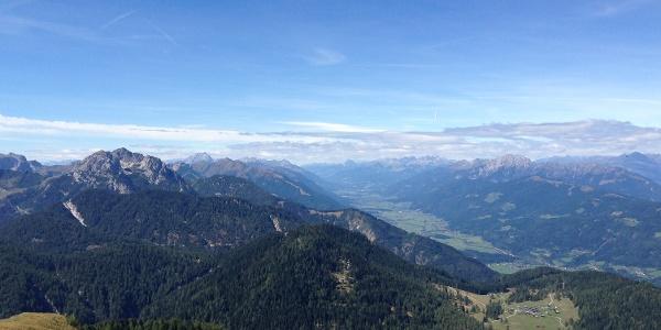 Blick vom Poludnig oberhalb der Egger Alm und Dellacher Alm