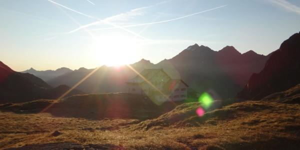 Neue Regensburger Hütte im Morgenschein