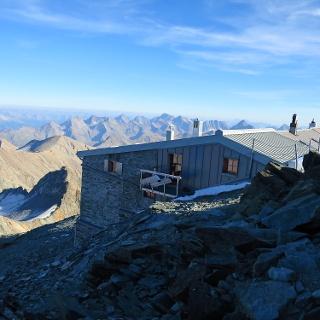 Die Erzherzog Johann Hütte, höchstgelegene Schutzhütte Österreichs.