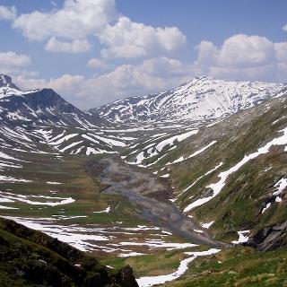 Blick auf die Greina-Ebene vom Aufstieg zum Pass Diesrut