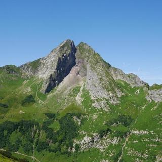 Blick auf die Höfats, die vier Gipfelpaare und die Höfasscharte