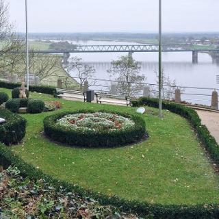Schleifenroute Lauenburg Aussichtsterrasse beim Schloss