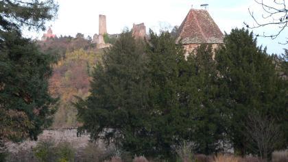 Schlosspark mit Blick auf die Burgen