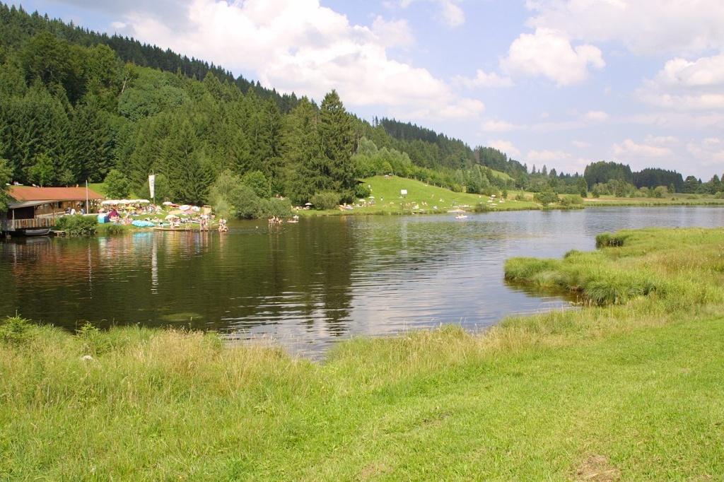 Schwarzenberger Weiher  - @ Autor: Anja Jaruschek  - © Quelle: Kur- u. Tourismusbüro Oy-Mittelberg