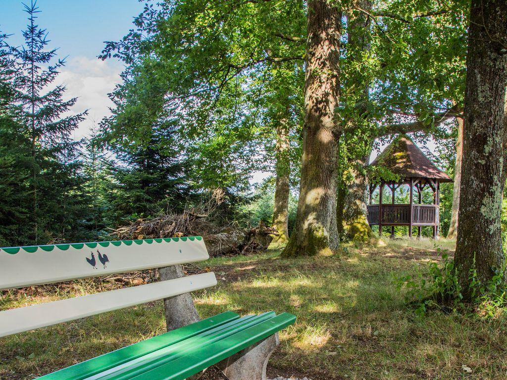 Am Eckwald-Pavillon, oberhalb von Zell ein schöne Aussichtsort auf der Hahn-und-Henne-Runde