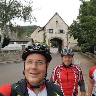 Vor dem Tor in Braunsbach