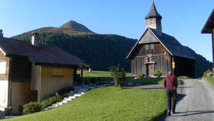 Holzkirche von Obermutten und Muttnerhorn