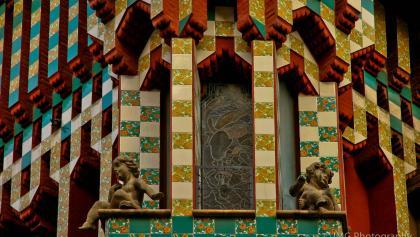 Die bunte Fassade der Casa Vicens