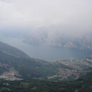 Blick über den Gardasse vom Monte Creino