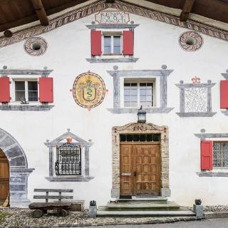 Das Haus Von J.P. Schmidt. Die Malereien An Der Strassenfassade Wurden 1981  In Anlehnung An