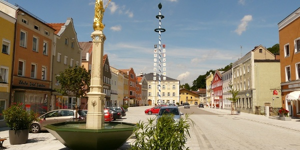 Marktplatz Tann mit Marienbrunnen