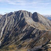 Verdinser Plattenspitze, rechts die Kuhleitenhütte
