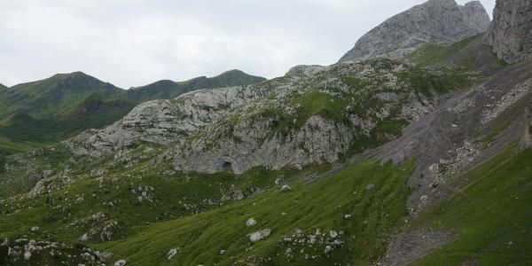 Wiesenböden, am Horizont das Rifugio Marinelli