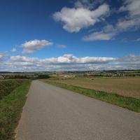 Blick auf Dalhausen (rechts), Borgholz (Mitte) und Natzungen (links).