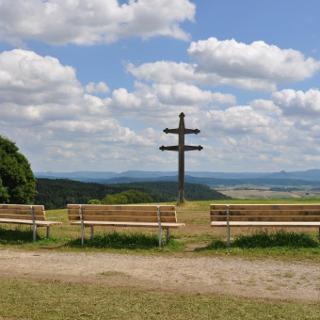 Herrlicher Ausblick vom Wandbühl mit dem Caravaca-Kreuz